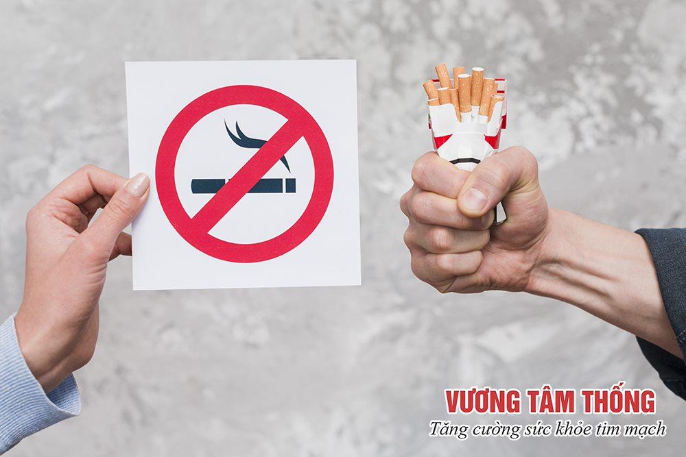 Người bệnh xơ vữa động mạch cảnh cần tránh xa thuốc lá